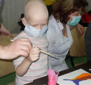 Всі Суми - Сеанс арт-теперапії пройшов у сумській дитячій онко-гематології (Фото)