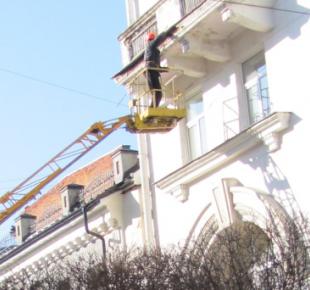Всі Суми - У Сумах комунальники взялися за балкони