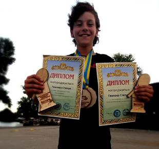 Всі Суми - Юный теннисист с Сумщины признан третьей ракеткой Украины