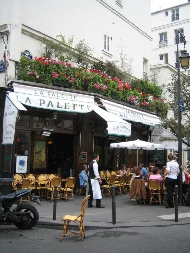 Настоящий парижанин всегда в кафе