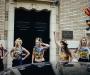 Активистки Femen помочились на портреты Януковича в Париже (ФОТО)