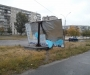 В Сумах из-за непогоды согнулся билборд (фото)