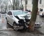 В Сумах водитель не справился с управлением и влетел в дерево (фото)
