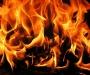 Женщина пыталась сжечь сухую траву и загорелась сама