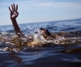 На Сумщине мужчина достал из-под воды утопающую девочку