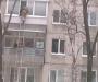 Сумской пенсионер чуть не упал с балкона (Видео)
