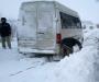 На Сумщине спасатели освободили микроавтобус из снежного заноса