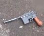 На Сумщине мужчина разгуливал по улице с пистолетом наголо (Фото+видео)