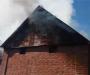 Ликвидируя возгорание хозяйственных сооружений пожарные спасли два жилых дома (Фото)