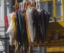 """Конец зонтикам: в центре Сум снимают разноцветные """"купола"""""""